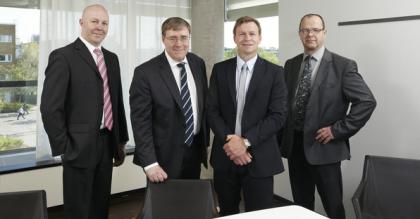 Fra venstre Linus Sjødahl, styreleder, Staffan Skogvall CEO og professor Jonas Ergefält ved Lunds Universitet(Foto:PharmaciaLundensis)