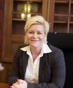 Finansminister Siv Jensen legger fram statsbudsjettet 2015. (Foto: regjeringen.no)