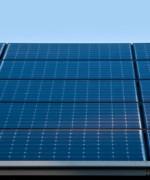 Moderne batterier vil kunne lagre solenergi  lenger enn idag. Det kan slå ut fossil energi og gjøre oss uavhengig av energiprodusenter( Foto: Solar Power)