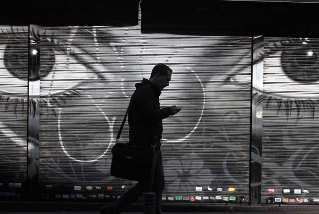 Tapping av mobiltelefoner brukes i etterforskning i både hemmelige og ordinære politisaker (Foto: Desertsun.com)