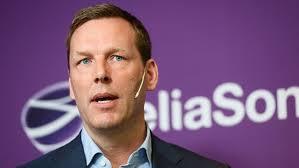 Konsernsjef Johan Dennelind i Telia Sonera har den svenske staten som eier av 37,5 prosent av aksjene. Den finske staten eier 10 prosent.( Foto: SVT)