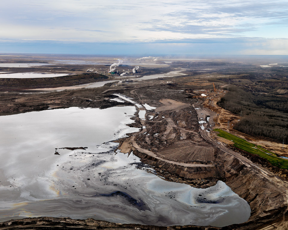 Nord i Alberta: Avfallsdammer er vanlige i oljesandsanlegg.