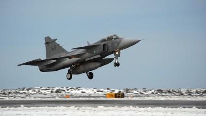 Det svenske jagerflyet  Gripen  tar av  fra  flåtestasjonen  F- 21  i Norrland  i Sverige foran  den nordiske øvelsen  neste  uke(  Foto:  F 21)