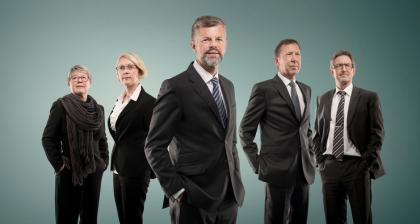 Knut Flakk er styreleder og eier i Hexagon Composites. Her er han fotografert sammen med Kristine Landmark, Sverre Narvesen, Tom Vidar Rygh, May Britt Myhr og Gunnar Brochman( Foto: Hexagon Composite)
