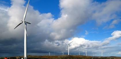 Statkraft har allerede vindmøller på Hitra, og bygger nå Europas største vindmøllepark på Fosen med oljefondeet på slep( Foto: Statkraft)