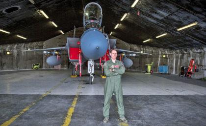 Amerikaneren Jeff Beckel er NATO-guard på Keflavik-basen på Island og flyr det nye norske jagerflyet F-35( Foto: Associated Press)