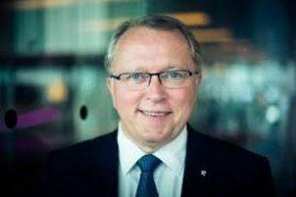 Konsernsjef Eldar Sætre i Statoil gleder seg over høyere oljepris( Foto: Harald Pettersen, Statoil)