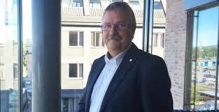 Konsernsjef Richard Heiberg i Sparebanken Hedmark betlaer ut utbytte til kundene( Foto: Mynewsdesk)