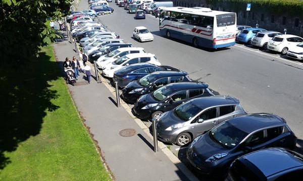 Trangt om ladeplassen for elbiler