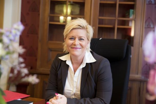 Finansminister Siv Jensen legger fram statsbudsjettet 2015.