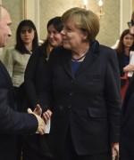Putin hilser på Merkel og Hollande i Minsk (Foto: themoscowtimes.com)