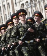 Ukrainske soldater klare for kamp i øst økes med en tredjedel, melder Porosjenko.