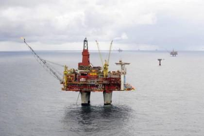 Statoils plattform på Statfjord C er langt mindre lønnsom me dagens oljepris. Men oljeselskapene har tro på norsk sokkel( Foto: Harald Pettersen)