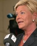 Finansminister Siv Jensen gir oljefondet grønt lys for å investere   i skatteparadis 13. april ( Foto: Stocklink)