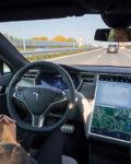 Tesla-dødsfall fører til uenighet om veien til selvkjørende biler. (Foto: Bllomberg/Getty Images)